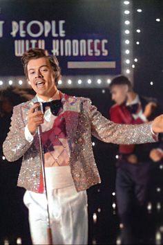 Harry Styles One Direction, Harry Styles Cute, Harry Styles Pictures, One Direction Pictures, Harry Edward Styles, Niall Und Harry, Harry 1d, Beautiful Boys, Pretty Boys