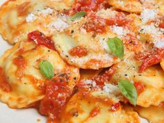 A simplified version of making the ravioli dough recipe. Ravioli Stuffed with Cheese and Herb Filler Recipe from Grandmothers Kitchen. Slow Cooker Casserole, Casserole Recipes, Pasta Recipes, Italian Dishes, Italian Recipes, Easy Weeknight Dinners, Easy Meals, Slow Cooker Recipes, Cooking Recipes