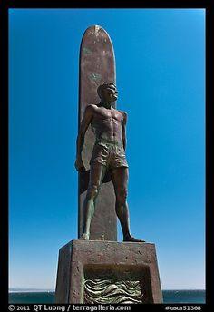 Statue of a surfer. Santa Cruz, California, USA