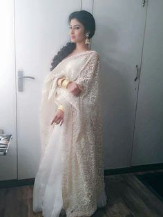 nice pic all White with golden accessories Indian Attire, Indian Wear, Pakistani Outfits, Indian Outfits, Mouni Roy Dresses, Lehenga Pattern, Indian Princess, Saree Look, Anarkali Dress