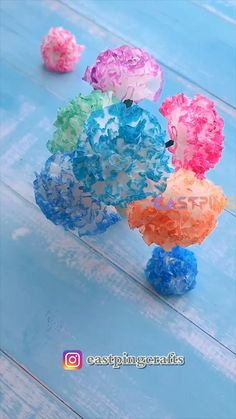 Paper Flowers Craft, Paper Crafts Origami, Flower Crafts, Diy Flowers, Paper Crafting, Crepe Paper Crafts, Pom Pom Crafts, Flower Art, Diy Crafts Hacks