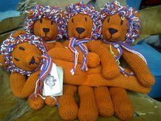 Holland Hup ~ EK Lion mascotte ~ Fair Trade knitted vegetable dyed organic cotton