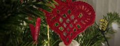 Indlægget giver inspiration til at hækle dit eget pynt til juletræet. Der henvises primært til andres opskrifter.