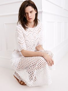 Spanish fashion brand Zara has released a new style guide focusing on all white looks. Of course, the white on white trend is a popular look for spring… Zara Trends, Fashion Brand, Love Fashion, Zara Looks, 2015 Fashion Trends, Spanish Fashion, Denim And Lace, White Outfits, Outfits