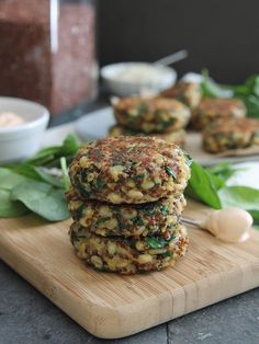 Spinach and cheddar quinoa cakes with creamy buffalo dip~ Troy uses onion or shallot, swaps the barley for more quinoa and says the olive oil tends to burn. I might try to bake these in mini muffin tins like other quinoa bites I've made. Healthy Cooking, Cooking Recipes, Zucchini, Quinoa Cake, Vegetarian Recipes, Healthy Recipes, Avocado Recipes, Yummy Food, Tasty