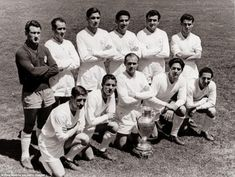 Real Madrid line up before the 1957 European Cup final against Fiorentina at the Bernabeu