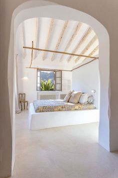 Can Anita Residence: Restoration of a Traditional House in Mallorca Mediterranean Bedroom, Home Interior, Interior Design, 1960s House, Luxe Decor, Small Lounge, Seattle Homes, Spanish Style Homes, Traditional House