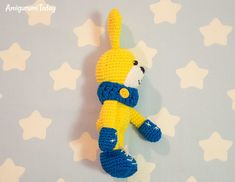 Crochet bunny with snood and mittens - Free pattern
