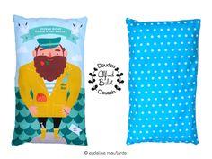 """""""Alfred Bulot, Marin d'eau douce"""" est à la fois un petit oreiller pour bébé et un doudou à emmener partout. Les détails de l'illustration sont autant d'histoires à se raconter en attendant le sommeil! 33cm sur 19, peu épais,Design Illustration ©Eudeline Moutarde100% handmade in Normandy"""