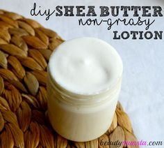Non-Greasy Shea Butter Lotion Recipe You've just gotta try this silky Shea butter lotion recipe which is non-greasy & easily absorbable!You've just gotta try this silky Shea butter lotion recipe which is non-greasy & easily absorbable! Homemade Body Lotion, Diy Lotion, Homemade Moisturizer, Lotion Bars, Homemade Body Butter, Whipped Body Butter, Shea Butter Body Lotion, Belleza Diy, Homemade Beauty Products