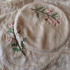 2016.2.5 次はこれ! でもこの布は薄すぎて刺し直しすると汚くなります。仕上げが気になります。C&Sのやさしいリネンだったかなぁ。在庫消費のために使ってみたけど適してないかも。この布はやっぱり服かな #刺繍 #樋口愉美子