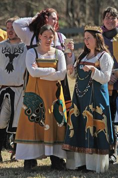 Viking Apron Dresses with fantastic applique. http://www.bogpages.com/SCA-photographs/2011/Ymir/16044370_bXK6Gw#!i=1204096289=fogDP