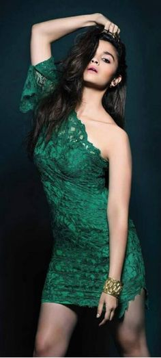 Bollywood popular actress Alia Bhatt best hot picture and wallpaper gallery. Best hot image gallery of actress Alia Bhatt. Bollywood Heroine, Bollywood Actress Hot Photos, Indian Bollywood Actress, Bollywood Celebrities, Bollywood Fashion, Indian Actresses, Men's Fashion, Fashion Week, Fashion Beauty