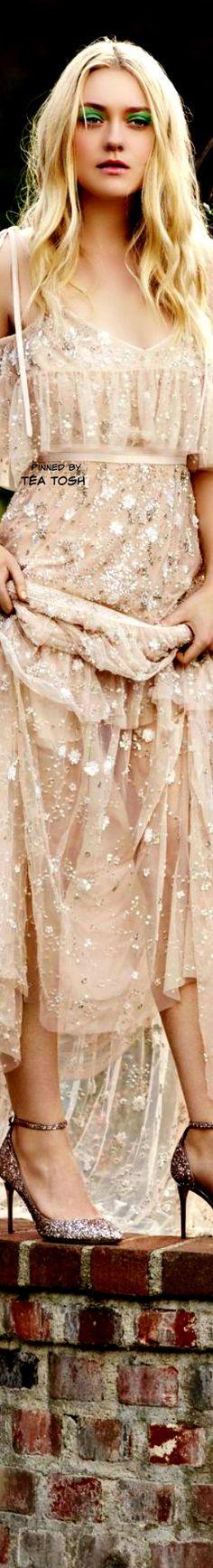 ❇Téa Tosh❇ Dakota Fanning – for Jimmy Choo Spring/Summer 2017 Couture Fashion, Boho Fashion, Fanning Sisters, Dakota And Elle Fanning, Beyond Beauty, Beauty Shots, Celebs, Celebrities, Tiffany Blue