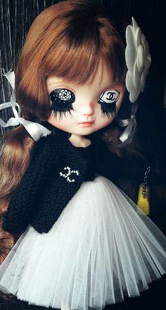 Coco. Paris. Blythe custom by Pomme D'Amour Little Darling Dolls. https://www.etsy.com/fr/shop/PommedAmourDolls?ref=seller-platform-mcnav