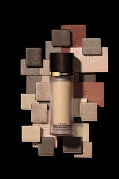 Accomplish your flawless complexion with the Traceless Perfecting Foundation from Tom Ford Beauty.