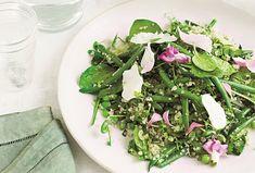 K svačince nebo pro lehkou večeři, třeba v kombinaci s pečeným kuřetem, je tenhle salát úplně ideální. Ozdobený má být ideálně jedlými květy, ale pokud je neseženete, nic se neděje. I tak získáte pořádnou porci zdraví! Kefir, Seaweed Salad, Pesto, Quinoa, Ethnic Recipes, Food, Essen, Meals, Yemek