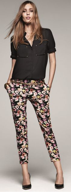 flower pants with black top Office Outfits, Casual Outfits, Fashion Outfits, Work Attire, Mode Inspiration, Work Fashion, Fashion 2014, Office Fashion, Casual Chic