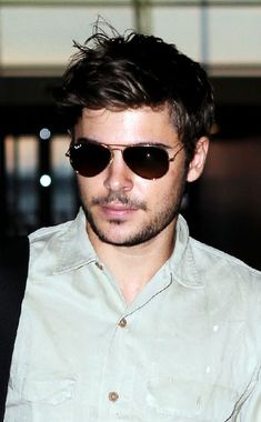Even Zefron is hotter with beard... I am such a coug!
