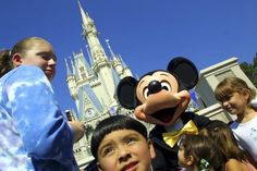 Disney World puts up 'No Selfie Sticks' signage after incidents on Thunder Mountain - NEW YORK DAILY NEWS #DisneyWorld, #Selfie, #Sticks, #US