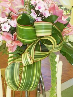 Leaf Manipulation  http://www.floraldesignsbynigelwhyles.co.uk/floral-workshops