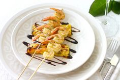 Pestomarinoidut katkaravut, grillattu ananas ja rosé-shamppanja // Jo's secret Fish Recipes, Meat Recipes, Fish And Chicken, Shrimp, Appetizers, Dishes, Food, Appetizer, Tablewares
