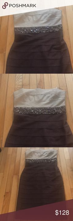 NWT ABSOLUTELY AMAZING BODY CON EMBELLISHED DRESS STUNNING CARMEN MARC VALVO STRAPLESS METALLIC BODY CON DRESS - GOLD ON TOP THEN A BAND OF BEADING. (SEE PICTURE) THEN A CHOCOLATE BROWN WITH SUBTLE SHINE TO MATERIAL RETAIL PRICE 680! ITS AN AMAZING PARTY DRESS! So UNIQUE- JUST DOESN'T FIT ME RIGHT ! MY PRICE  IS DOWN  RIDICULOUS! Carmen Marc Valvo Dresses Midi