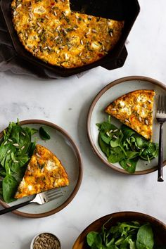 Who's hungry?! With sausage, kale, sun-dried tomato pesto, red bell pepper, and goat cheese, this super tasty simple baked frittata is a quick and easy meal perfect for breakfast, brunch, and beyond! Naturally gluten-free. #eggfrittata #frittatarecipes #frittatarecipesbreakfast #breakfastideas #glutenfreerecipes Delicious Breakfast Recipes, Brunch Recipes, Dinner Recipes, Savoury Recipes, Dinner Ideas, Baked Frittata, Bacon Quiche, Frittata Recipes, Coconut Chia Pudding