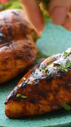 Quick and easy chicken marinade with tons of BBQ Flavor. This delicious BBQ Chicken Marinade recipe is perfect for your grilled chicken this summer! Grill this on your grill or in your grill pan. It's perfect for quick dinners, summer parties and backyard Best Bbq Chicken Marinade, Bbq Marinade, Marinated Chicken Recipes, Chicken Recipes Video, Chicken Marinades, Grilled Chicken Recipes, Bbq Chicken On Grill, Barbeque Chicken Recipes, Grilling Recipes