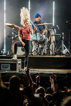 Zac Farro Hayley williams Paramore TourOne 2017