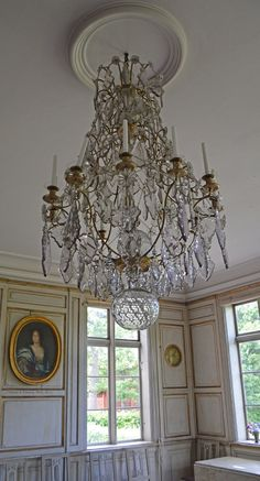 Chrystal chandelier at Skogaholms manor from the 18th Century. Stockholm, Sweden. #joelhome Ljuskrona gustaviansk. #joelhome