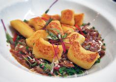 Nhoque de mandioquinha com ragu de javali do chef Henrique Fogaça   Gastrolândia – por Ailin Aleixo