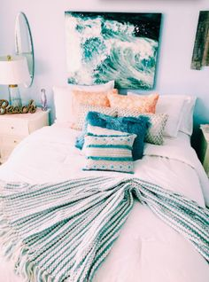 This beach themed dorm room exudes a mix of ocean and tropical vibes. Bedroom The Beach Themed Dorm Room Ideas That Give Major Cali Vibes Room Ideas Bedroom, Bedroom Inspo, Bedroom Furniture, Bed Room, Bedroom Designs, Furniture Design, Pipe Furniture, Dorm Room Themes, Ocean Bedroom Themes