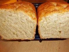 Weißbrot-Rezept     500 g Weizenmehl     150 ml Milch     120 ml Wasser     1 Tl Zucker     2 Tl. Trockenhefe oder 1/2 Würfel frische Hefe     2 El. Sonnenblumenöl oder 50-60 g flüssige Butter     1 Tl. Salz     1 El. Milch mit etwas Öl zum bestreichen  Im 220 Grad vorgeheizten Backofen bei 180°C 45 Minuten O/U-Hitze backen.