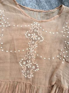 Macrame Mania – The Age-Aged Artwork Of Knotting Is Back With A Haute Couture Flavor – By Zazok Salwar Designs, Blouse Designs, Beaded Embroidery, Embroidery Designs, Hand Embroidery Dress, Vestidos Color Blanco, Flaws And All, Indian Designer Wear, Indian Wear