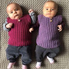 Mine to søde niecer Mia og Ellen i deres nye veste❤️❤️ Opskriften kan findes på www.luksuskrea.dk #hækletbabytøj #hækletbabyvest #hæklettilbaby #babyhæklet #babyhækling #crochetbabyclothes #crochetbabyvest Crochet Shrug Pattern, Knit Vest Pattern, Baby Knitting Patterns, Free Pattern, Crochet Patterns, Baby Bloomers, Baby Vest, Crochet Baby, Kids Outfits