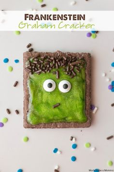 As you all know I love playing in the kitchen-especially when it comes to kids treats! I have a super fun and easy Frankenstein graham cracker treat today. My little guy loved him! Dulces Halloween, Theme Halloween, Halloween Snacks, Holidays Halloween, Spooky Halloween, Happy Halloween, Halloween Decorations, Halloween Recipe, Halloween Cookies