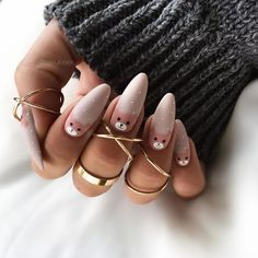 Christmas Nails : Festive nails design you want to try that is super fun. Cute nail art design that is stunning and on fleek Aycrlic Nails, Nude Nails, Fall Nails, White Nails, Diy Nails, Glitter Nails, Summer Nails, Creative Nail Designs, Creative Nails