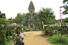 niñas en bici templo angkor camboya Angkor, Fair Grounds, Fun, Travel, Cambodia, Temple, Viajes, Destinations, Traveling