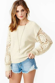 Refashioning sweater idea - Diy and crafts interests Sweatshirt Refashion, Sweatshirt Outfit, Diy Fashion, Fashion Outfits, Womens Fashion, Fashion Clothes, Pullover Upcycling, Knitting Blogs, Diy Clothing