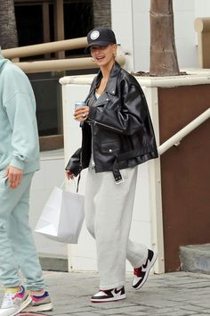 Hailey Bieber and Justin Bieber Out for Lunch in Los Angeles 11302019 celebrity fashion celebrityfashion celebritystyle celebritystreetstyle streetstyle streetfashion haileybaldwin haileybieber haileyrhodebieber justinbieber bieber Celebrity Outfits, Trendy Outfits, Fall Outfits, Celebrity Style, Summer Outfits, Fashion Outfits, Womens Fashion, Street Chic, Street Wear