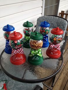 DIY - Candy jars from Terra Cotta planters. DIY Candy jars from Terra Cotta pl Clay Pot Projects, Clay Pot Crafts, Jar Crafts, Tree Crafts, Diy Clay, Diy Christmas Gifts, Christmas Projects, Holiday Crafts, Christmas Crafts