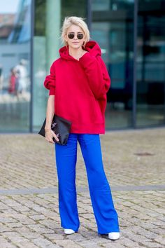 6a3b496931d How Fashion Girls Wear Hoodies in 2018