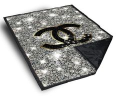 Comes in Small (40x50 inches), Medium (50x60 inches),and Large (58x80 inches). Please specify size in drop down menu at the top right. Our fleece blankets are soft and full of snugly warmth. Use an am