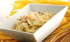 Receta de Tallarines con pollo y champiñones. Karlos Arguiñano prepara un plato de pasta: tallarines con pechuga de pollo y champiñones salteados.