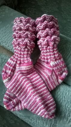 Wellenmunster pintakuvio Boot Cuffs, Leg Warmers, Fingerless Gloves, Knit Crochet, Footwear, Socks, Knitting, Knits, Crocheting