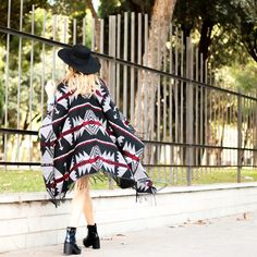This winter is about that... Poncho and cape style! Photo by: @vanesabasanta