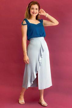 Saia Midi Feminina, Confortável, Elegante e Estilosa | Zandara Long Skirt Outfits, Girls With Glasses, Must Haves, Going Out, Models, My Style, Casual, Skirts, Fashion Tips