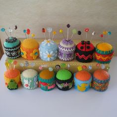 Bottle Cap Pincushions (by Cindy G) Sewing Crafts, Sewing Projects, Craft Projects, Softies, Felt Crafts, Diy And Crafts, Felt Pincushions, Bottle Cap Crafts, Felt Embroidery