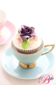18) A Traditional or Non-Traditional Cake - perfectly proportioned tea-cupcakes! #modcloth #wedding